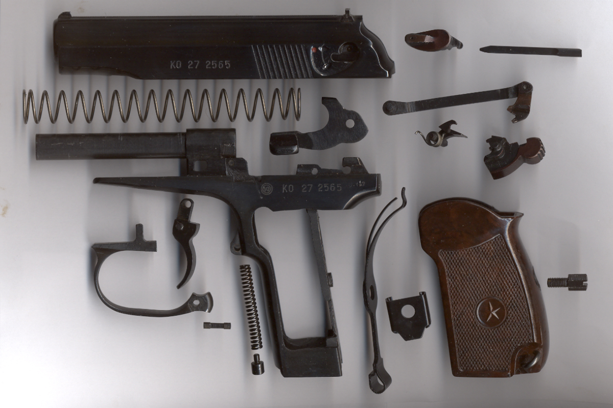 Pistole Makarov 9 mm - vollständige Zerlegung